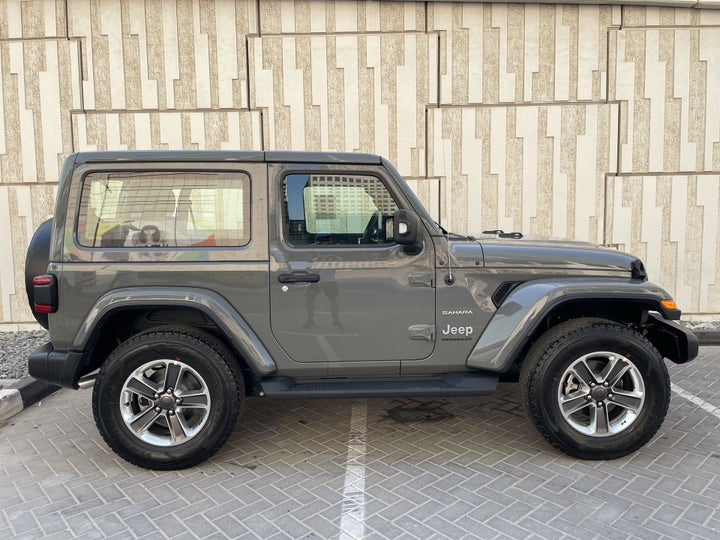 Jeep Wrangler-RIGHT SIDE VIEW