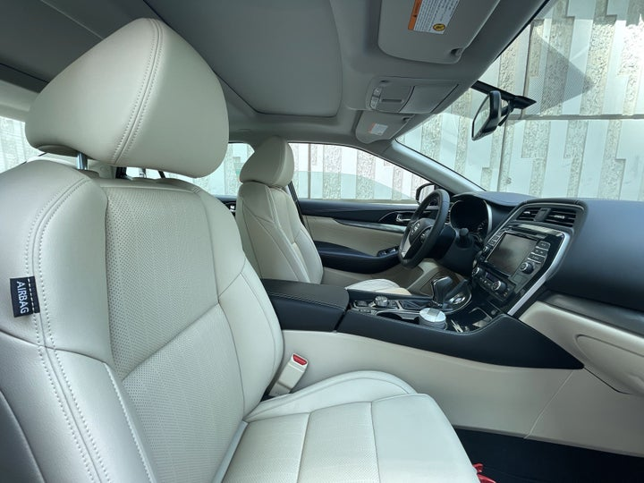 Nissan Maxima-RIGHT SIDE FRONT DOOR CABIN VIEW