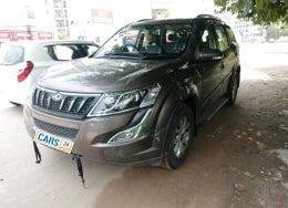 2017 Mahindra XUV500 	W10 AT FWD