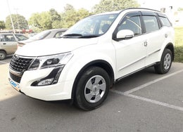 2019 Mahindra XUV500 W7 AT
