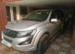 2017 Mahindra XUV500 W6 AT