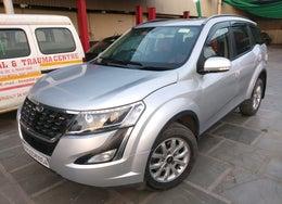 2018 Mahindra XUV500 W9