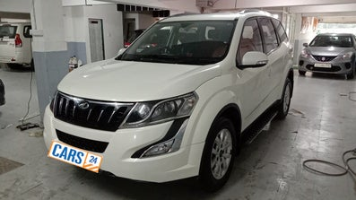 2017 Mahindra XUV500 W10 FWD
